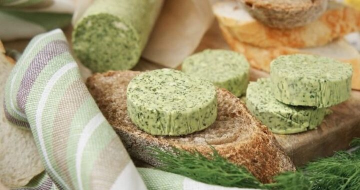 Bylinkové máslo snadno a rychle. Udělejte radost svému chlebu